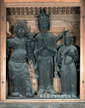 Wooden Tenbe-shaped standing statue